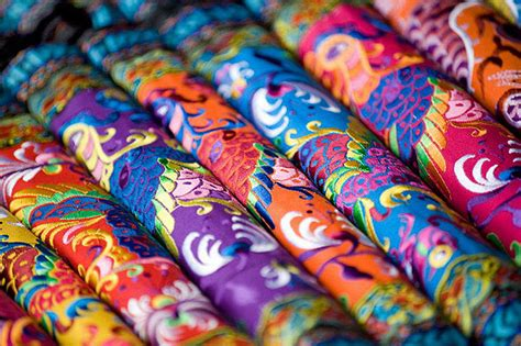 The art of silk fabrics decoration in China is one of the