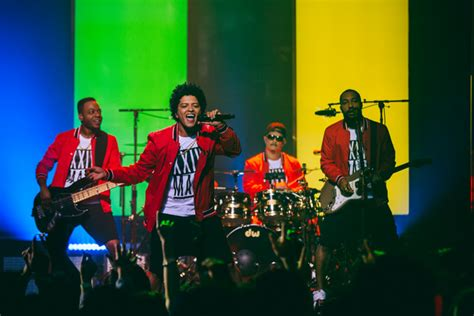 Watch Bruno Mars' '24K Magic Live at the Apollo' Special