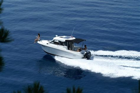 Rent an optimized and spacious boat Beneteau Antares 8