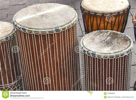 Quelques Tambours Africains De Djembe Photo stock - Image